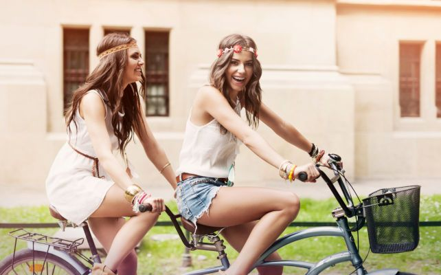 happy-hippie-woman-have-fun-on-riding-tandem_1