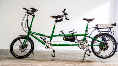 tandem équipé d'un kit électrique pour vélo